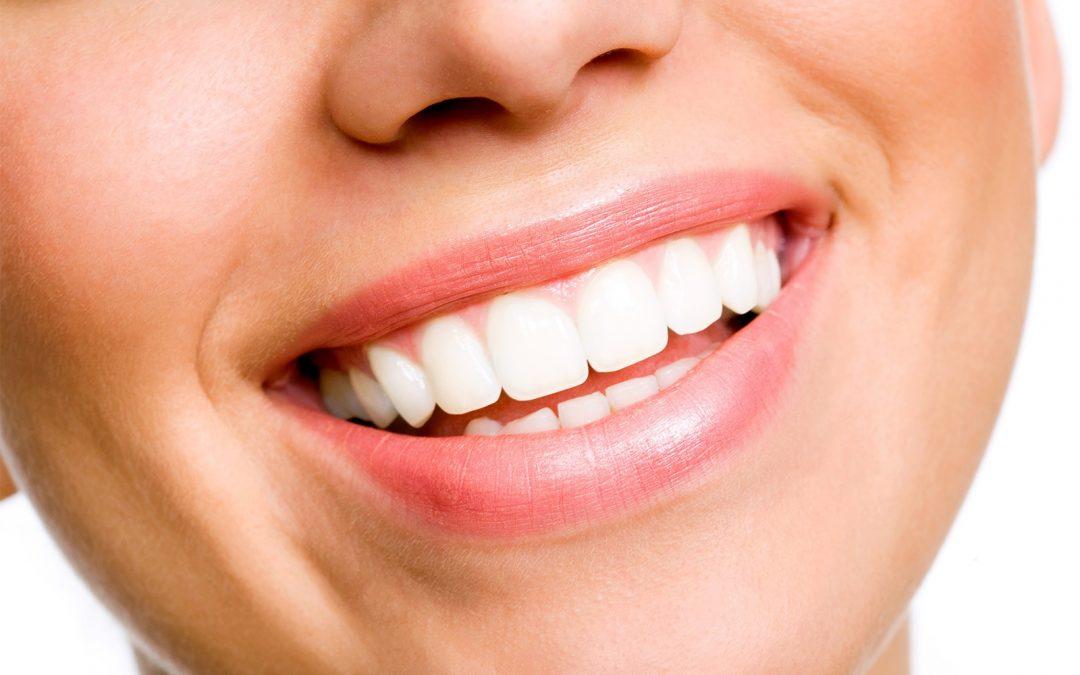 7 mauvaises habitudes à oublier pour garder de belles dents